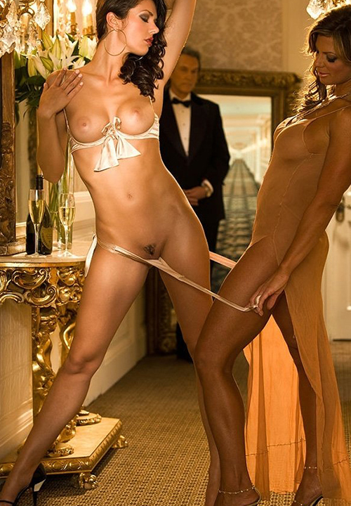 Adrianne Curry Fappening photo 5