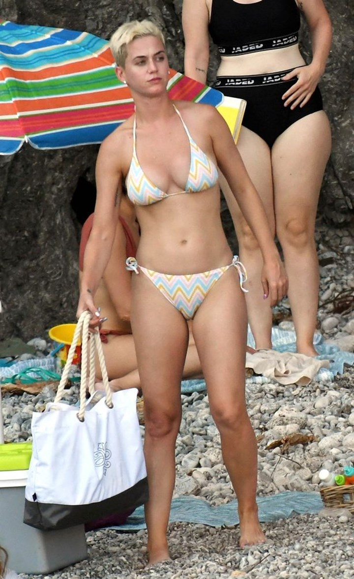 Katie Perry Nude Pic photo 16