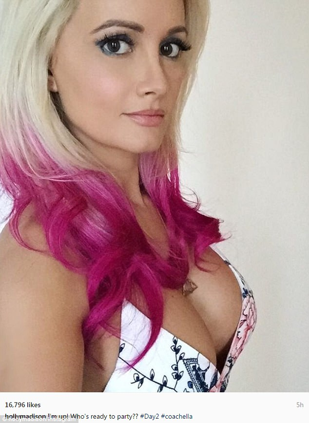 Holly Madison Cleavage photo 29